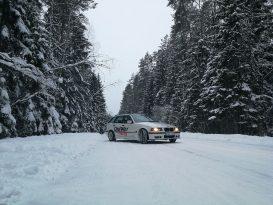 Slalomo treniruote ant sniego