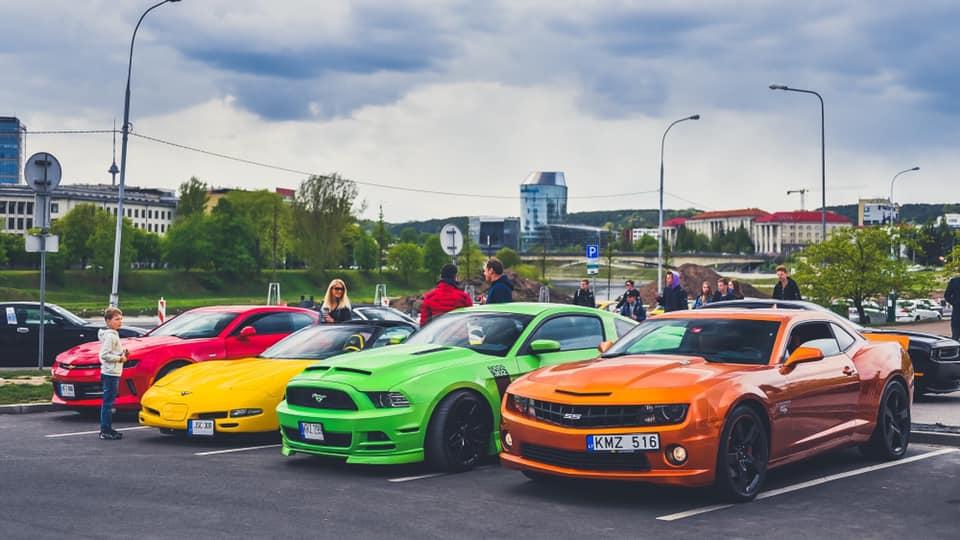 Amerikietisku automobiliu susitikimas Vilniuje